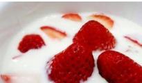 草莓酸奶的功效与作用 吃草莓酸奶的好处有哪些